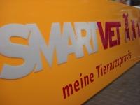 smartvet-led-anlage-mit-durchgesteckten-buchstaben