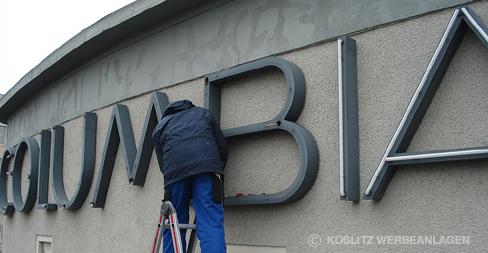Koslitz Werbeanlagen GmbH - Wartung von Außenwerbeanlage Neon